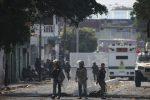 Crisi Venezuela, Maduro blocca gli aiuti ai confini: 4 morti