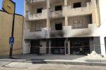 Reggio Calabria, fiamme a un bar in ristrutturazione: le immagini