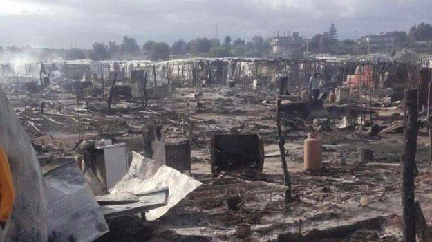 incendio baraccopoli san ferdinando, migranti san ferdinando, Moussa Ba, Reggio, Calabria, Cronaca