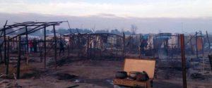 Incendio a San Ferdinando, 15 migranti rimasti senza tetto: trasferiti