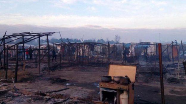 incendio san ferdinando, migranti baraccopoli san ferdinando, Al Ba Moussa, Reggio, Calabria, Cronaca