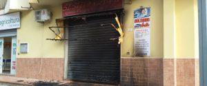 Bruciata nella notte la saracinesca di una agenzia di viaggi a Cirò Marina