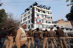 India, incendio in un hotel di Nuova Delhi: almeno 17 morti