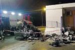 Incidente nella notte a Milazzo, paura per tre ragazze finite con l'auto contro una casa