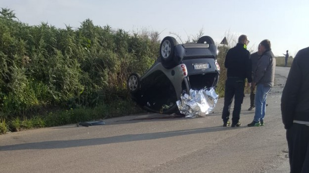 auto ribaltata, incidente palermo, incidente san giuseppe jato, smart si ribalta, Sicilia, Cronaca