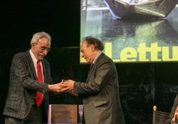 Javier Marías premiato da «la Lettura» Lo scrittore a Milano riceve il riconoscimento per «Berta Isla» (Einaudi), miglior libro del 2018 secondo il supplemento - Corriere Tv