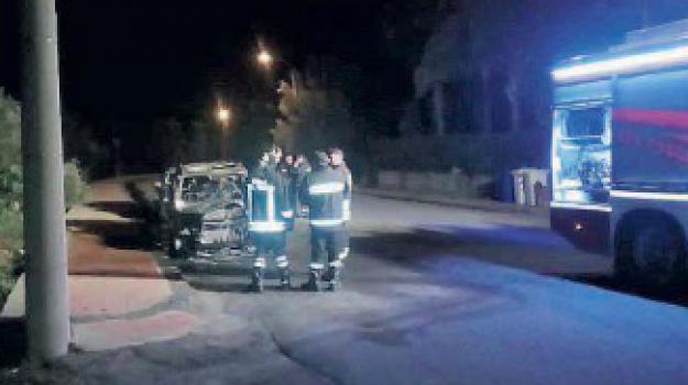 auto a fuoco siderno, bruciata auto manager jonica multiservizi, jonica multiservizi, Vincenzo Garuccio, Reggio, Calabria, Cronaca