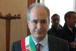 Lamezia, Mascaro torna al Comune da sindaco dopo 15 mesi: accolto da applausi e dipendenti - Foto