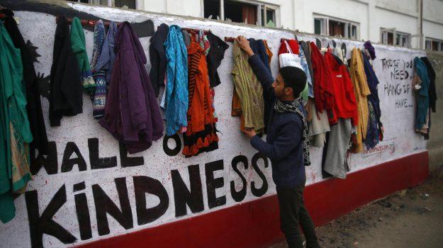 muro della speranza cosenza, muro gentilezza, muso speranza iran, raccolta indumenti cosenza, Simona Caruso, Cosenza, Calabria, Società