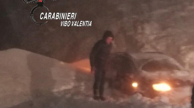 neve serre vibonesi, padre e figlio bloccati dalla neve, Catanzaro, Calabria, Cronaca