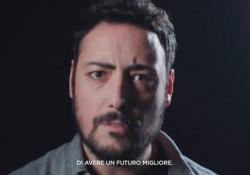 Il gruppo di videomaker napoletani dà voce ad una serie (quasi) infinita di domande e temi