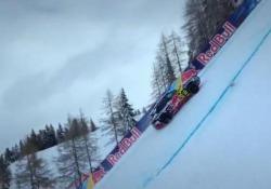 Quell'Audi e-tron che risale la pista di Kitzbühel Con le ruote chiodate sulla pista da discesa libera - Corriere Tv