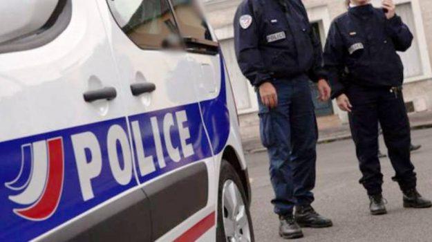 aggressione, francia, poliziotta, Sicilia, Mondo