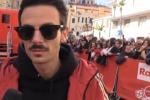 Rovazzi e il padre sul palco di Sanremo: «Non era previsto, mi sono aperto ma il dolore rimane»