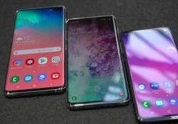 Samsung lancia il Galaxy S10: tutte le novità I coreani presentano tre nuovi modelli con tre fotocamere sul retro e un «foro» nella parte frontale. Addio notch, ora c'è lo schermo Infintiy-O - Corriere Tv