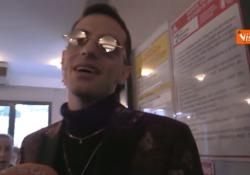 Il cantante criticato per il testo della canzone che - secondo alcuni - sarebbe un inno all'ecstasy