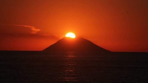 stromboli unesco, tramonto stromboli, tramonto sulle eolie, Messina, Sicilia, Società