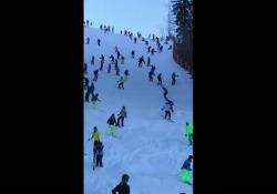 L'affluenza di sciatori è impressionante e il rischio di cadere è dietro l'angolo