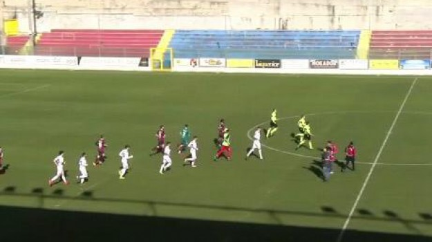 pallonata all'arbitro, vibonese, vibonese multa, Catanzaro, Calabria, Sport