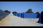 Tendopoli di S. Ferdinando zona rossa, tensione con i migranti: sassaiola contro la polizia