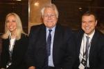 Al centro il presidente di Menarini Eric Cornut , Lucia e Alberto Giovanni Aleotti, presenti entrambi nel consiglio di amministrazione