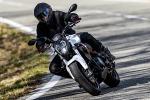 Stile sportivo e motore 300 cc per la naked Benelli 302S