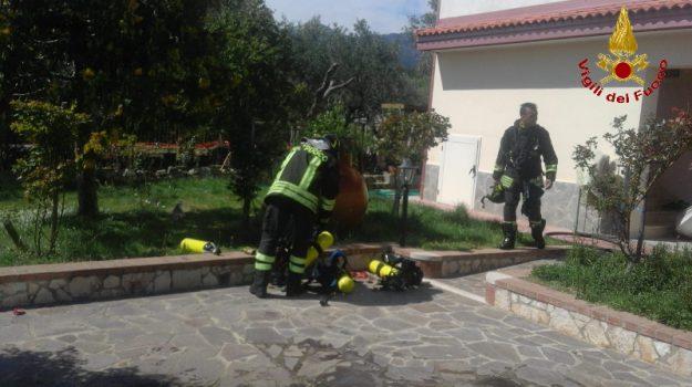 crotone, petilia policastro, vigili del fuoco, Catanzaro, Calabria, Cronaca