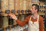 Rinunciare alla plastica facendo la spesa, eco-sfida di negozio alimentari