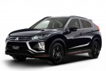Mitsubishi Eclipse Cross si veste di nero