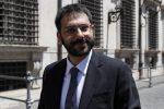"""Il sottosegretario Tofalo visita i carabinieri di Catanzaro: """"Ultimo baluardo dello Stato"""""""