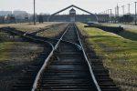 Il Museo di Auschwitz dice basta ai selfie non rispettosi della memoria delle vittime