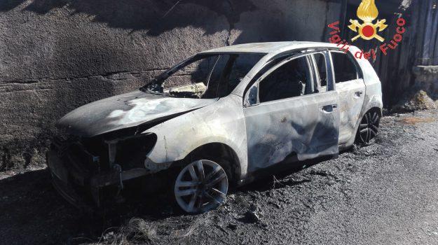auto incendiata, decollatura, Catanzaro, Calabria, Cronaca