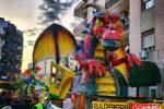 La sfilata dei carri anima Corigliano Rossano, in 20 mila a festeggiare il Carnevale