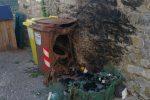 Vandali in azione a Corigliano Rossano, cassonetti incendiati in città - Foto