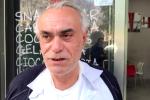 """Messina, intonaco di un palazzo cade su un passante: """"Mi ha salvato la pensilina"""""""