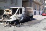 Corigliano Scalo, furgone in fiamme: ennesimo atto doloso