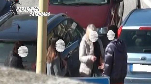 aggredisce i carabinieri, Arrestato ghanese, camere di sicurezza, Carabinieri di Soverato, travolge un pedone, Musali Haladin, Catanzaro, Calabria, Cronaca