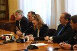 Sanità in Calabria, Grillo: manderò la protezione civile. Oliverio: imbarbarimento istituzionale