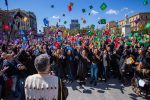 """Palermo, il """"Graduation Day"""" a piazza Ruggero Settimo: le foto del lancio del tocco"""