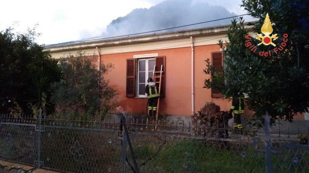 incendio abitazione, provinci vibo valentia, vigili del fuoco, Catanzaro, Calabria, Cronaca