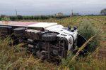 Cassano, scontro tra un camion e un'auto: strada bloccata per ore - Foto