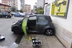 Tenta di uccidere la ex moglie bruciandola a Reggio, le immagini dell'auto incendiata - Foto