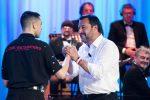 """Stretta di mano fra Salvini e Mahmood al Costanzo Show: """"Polemiche inutili su di noi"""""""