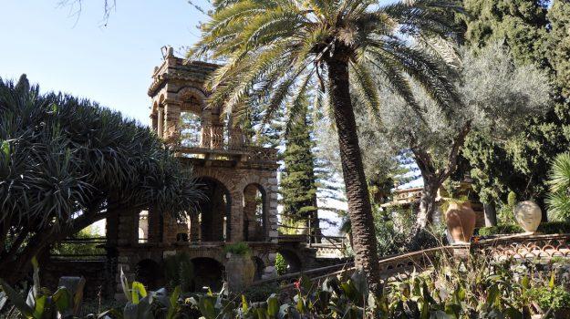 finanziamento regionale, interventi di riqualificazione, palazzo dei Giurati, polemica, villa comunale di Taormina, Messina, Sicilia, Cronaca