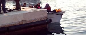 """Sedici migranti approdano con una barca a Lampedusa, il sindaco: """"Il porto è aperto"""""""