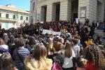 Bruciata dall'ex marito a Reggio, catena umana di solidarietà per Maria Antonietta Rositani