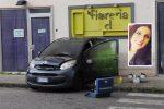 Bruciata dentro l'auto dal marito a Reggio, Maria Antonietta in coma farmacologico