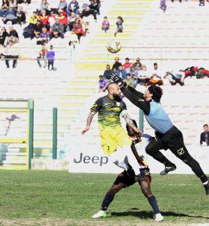 Paterniti anticipa Arcidiacono in Acr Messina-Città di Messina 0-0 (foto Rocco Papandrea)