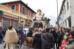 Carnevale nel Vibonese, migliaia in festa sui carri di Mileto: le foto