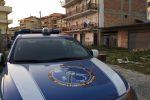 Tragedia familiare a Reggio, uccide il padre con numerose coltellate: arrestato ventottenne